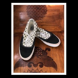 GUC VANS BLACK/CHECKERED AUTHENTIC SNEAKERS 11.5